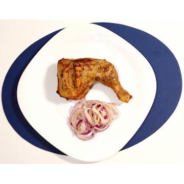 1 Cuisse de poulet au feu de Bois servie avec notre savoureuse sauce oignon croquante